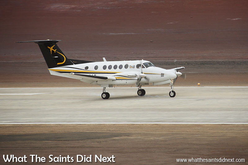 L'histoire faite. Un atterrissage de l'avion [Beechcraft King Air 200] après 4 heures et demie de vol de l'Angola, l'Afrique.
