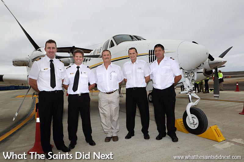 L'équipage de l'avion comprenait le Capitaine Grant Brighton, copilote, Dillan Van Niekerk, vol chef inspecteur Nick Whitehouse, FCSL chef pilote, Stuart Rawlinson et ingénieur en chef Aircraft, Jeffrey McKenzie.