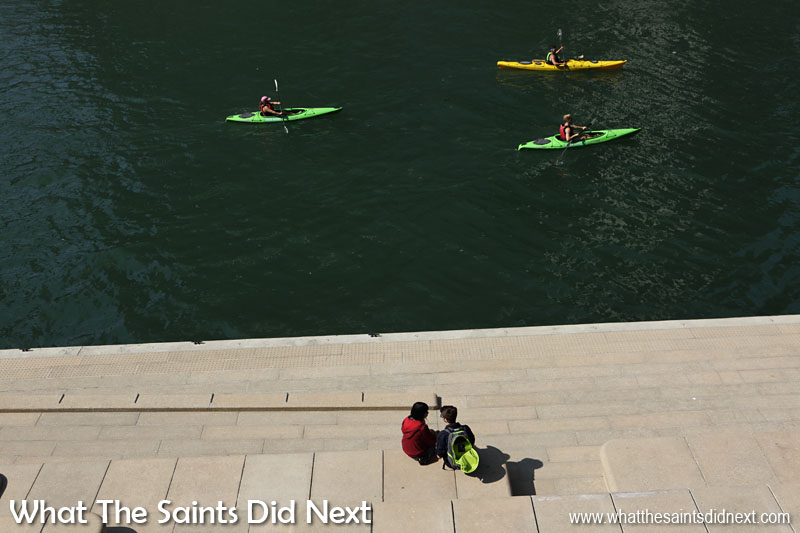 Kayaks can be hired for a more intimate tour of the Chicago River.